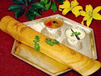 南インド料理の定番。米と豆から作るクレープのようなドーサ。